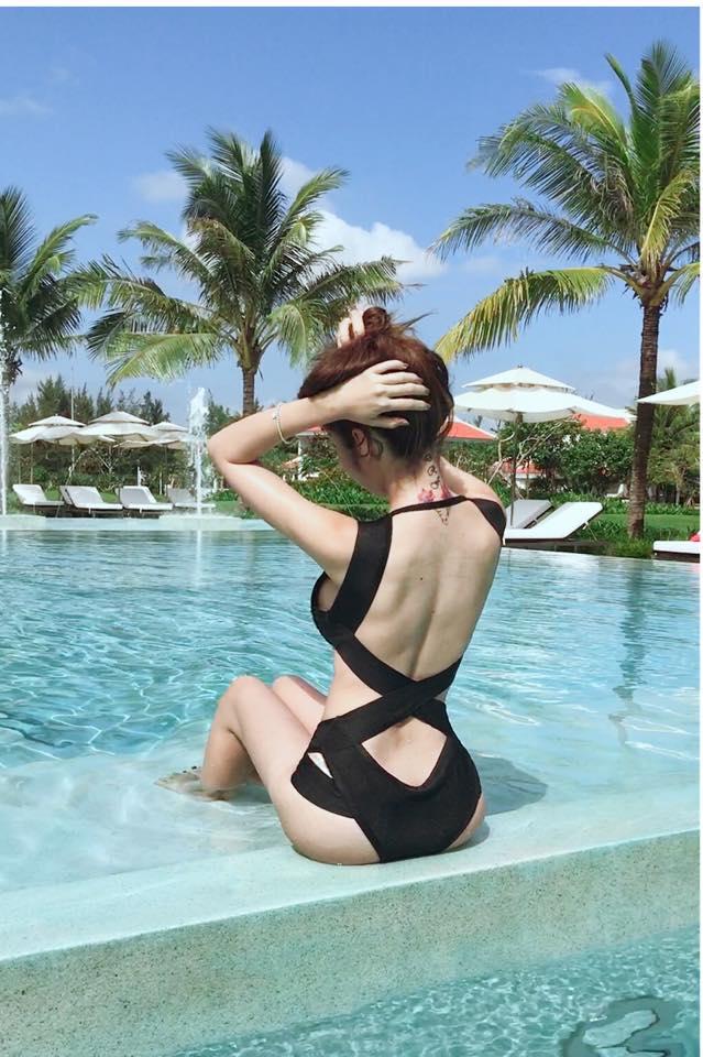 """Elly Trần mặc áo tắm cắt xẻ, """"nóng từng cm"""" bên hồ bơi - 2"""