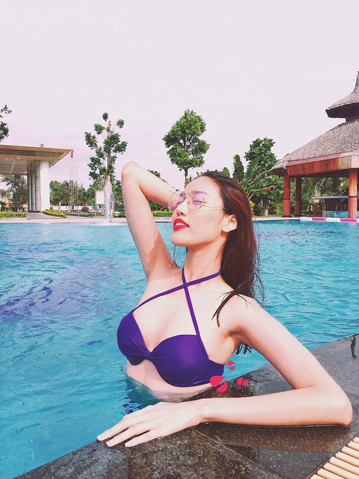 """Elly Trần mặc áo tắm cắt xẻ, """"nóng từng cm"""" bên hồ bơi - 5"""