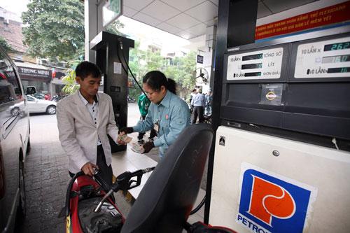 Giữ giá xăng, tăng giá dầu trước Tết Nguyên Đán - 1