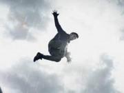 """Phim mới của Victor Vũ tung poster như  """" bom tấn """"  siêu anh hùng"""