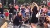 Clip: Chàng trai Việt cầu hôn bạn gái tây siêu lãng mạn
