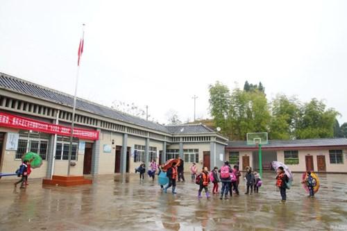 Thầy giáo 10 năm lái đò miễn phí đưa học sinh đến trường - 7