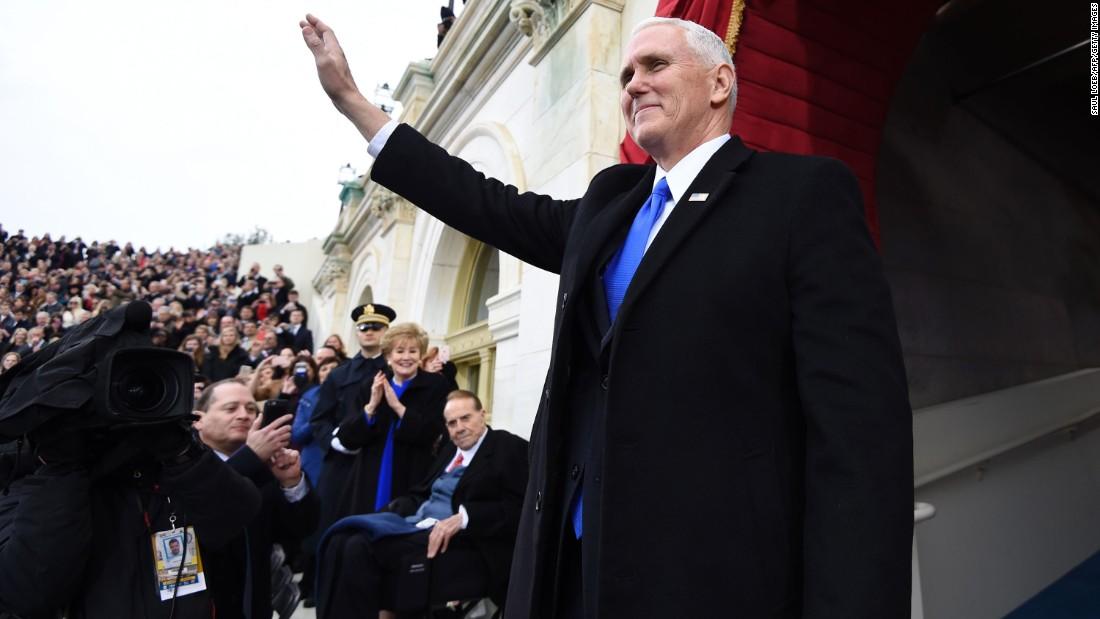 Donald Trump nhậm chức: Những hình ảnh ấn tượng nhất - 8