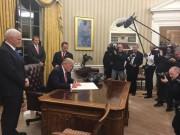 Trump ký sắc lệnh, bắt đầu huỷ di sản tâm đắc của Obama