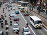 Tin tức trong ngày - Bất chấp dải phân cách, ô tô, xe máy vẫn lấn làn buýt nhanh