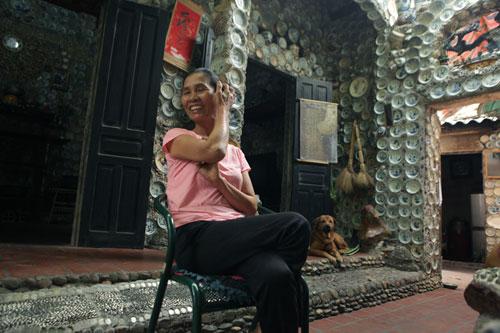 Dị nhân 20 năm miệt mài xây nhà bằng bát đĩa cổ, đồng xu - 5
