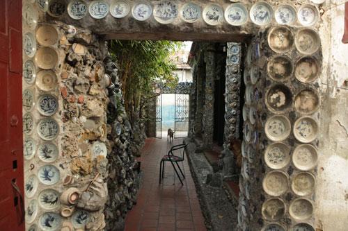 Dị nhân 20 năm miệt mài xây nhà bằng bát đĩa cổ, đồng xu - 10