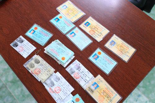 Triệt phá băng nhóm dùng giấy tờ giả mua điện thoại trả góp