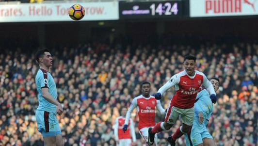 """Arsenal - Burnley: Những phút bù giờ """"điên rồ"""""""
