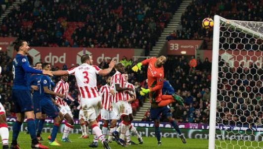 MU – Mourinho: Nhức nhối bài toán Carrick
