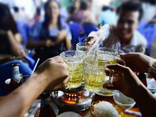 Vì sao nhiều người đỏ mặt khi uống rượu bia? - 1