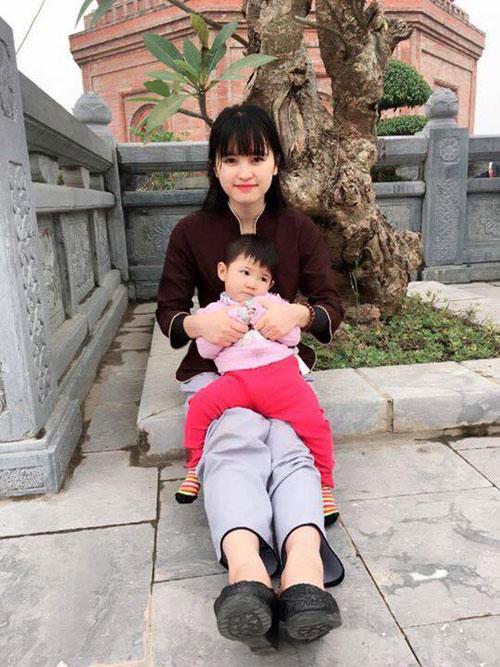 Cái Tết đầu tiên của em bé 14 tháng nặng 3,5kg cùng mẹ 9X - 1