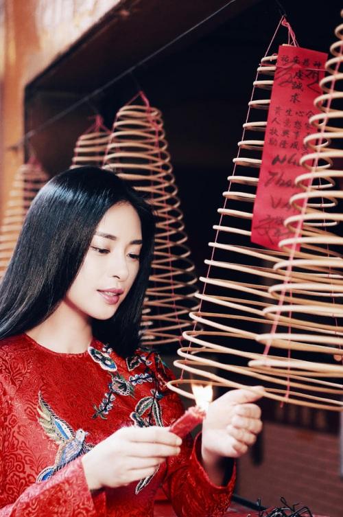 đả nữ ngô thanh vân e ấp bất ngờ với áo dài đỏ thắm - 3