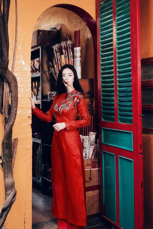 đả nữ ngô thanh vân e ấp bất ngờ với áo dài đỏ thắm - 5