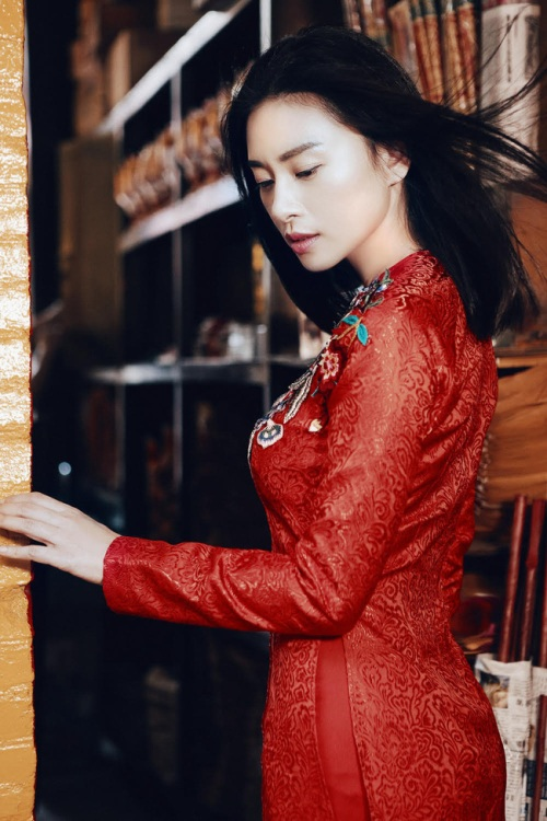 đả nữ ngô thanh vân e ấp bất ngờ với áo dài đỏ thắm - 6