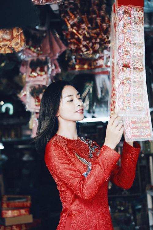 đả nữ ngô thanh vân e ấp bất ngờ với áo dài đỏ thắm - 8