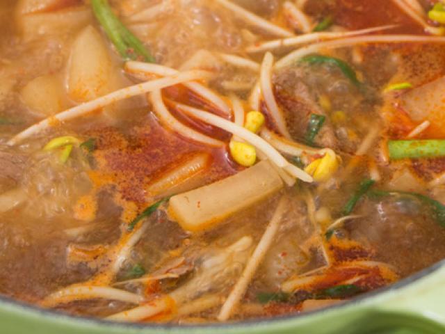 Kích thích vị giác với súp củ cải thịt bò cay kiểu Hàn