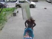 Phi thường - kỳ quặc - Người mẹ Nga sống sót kì diệu dù bị bê tông rơi vào đầu