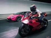 """Nữ biker Singapore cầm lái Ducati  """" vờn """"  Lamborghini"""