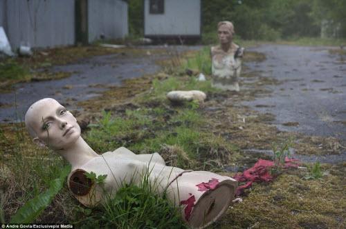 Khám phá nghĩa địa ma nơ canh bỏ hoang đáng sợ - 8