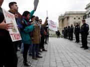 Thế giới - Người Mỹ ùn ùn biểu tình vì lệnh cấm dân 7 nước của Trump