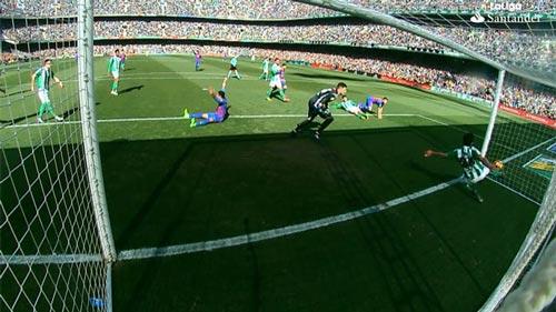 Trọng tài không sai sót, Barca sẽ bỏ xa Real 9 điểm