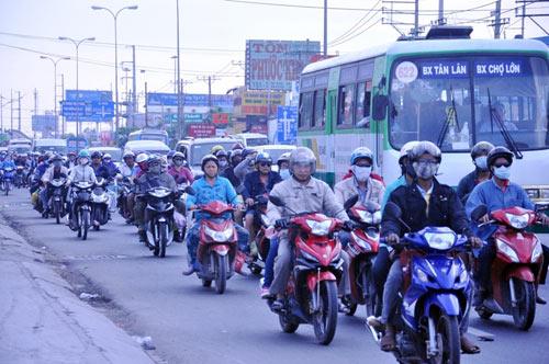 Người dân trở lại SG sau Tết, đường phố thông thoáng