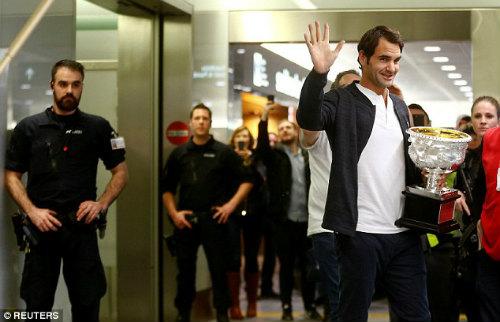 Federer về nước sau Úc mở rộng: Còn hơn cả người hùng