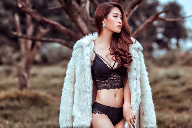 Cẩm Nhung là người mẫu, diễn viên chuyên nghiệp hiện sinh sống và làm việc ở Hà Nội.