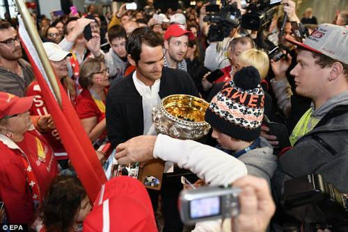 """Soái ca"" Federer: Tennis giỏi, kiếm tiền mát tay"