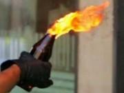 An ninh Xã hội - Bị kẻ lạ buộc cửa, tẩm xăng đốt phòng trọ