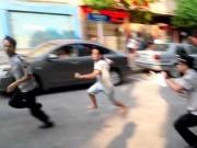 An ninh Xã hội - Nhậu say, vác dao đến trụ sở khu phố đòi chém người