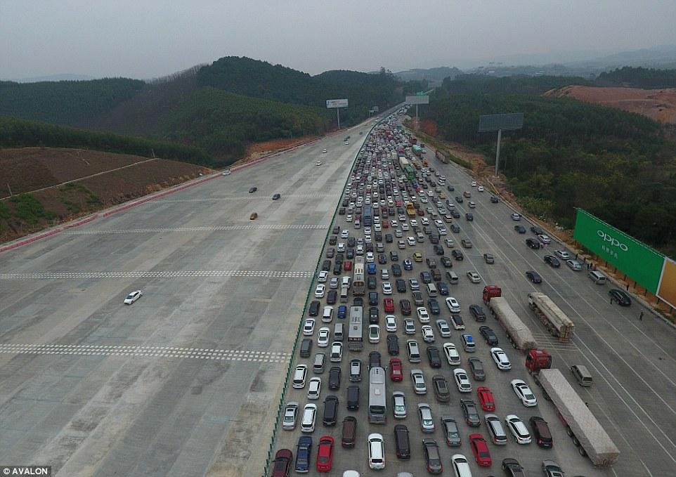 Ùn tắc kinh hoàng ở Trung Quốc sau Tết Nguyên đán - 7