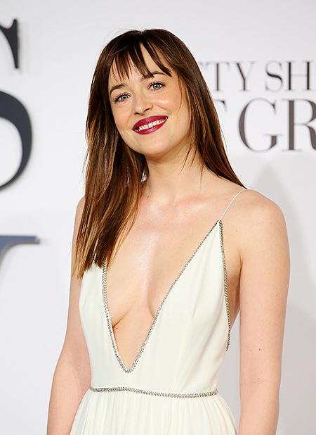 Kiều nữ 50 sắc thái thả rông ngực sexy trên thảm đỏ - 10
