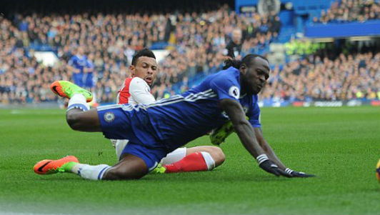 Chelsea - Arsenal: 3 cú đấm choáng váng - 1