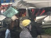 Nam Định: Tàu hỏa đâm ô tô 16 chỗ, 3 người thương vong