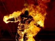 Tin tức trong ngày - 2 người đàn ông bốc cháy như đuốc trên cầu ở Sài Gòn