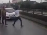 Tin tức trong ngày - Hà Tĩnh: Hàng chục thanh niên tràn ra quốc lộ 1A nhảy múa, chặn xe