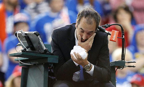 Tennis: Đánh bóng bầm mắt trọng tài, hại mình hại cả đội - 2