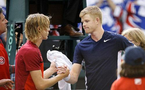 Tennis: Đánh bóng bầm mắt trọng tài, hại mình hại cả đội - 5