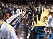 Thể thao - Hy hữu bóng rổ: Rơi chiến thắng vì... CĐV nhà ăn mừng