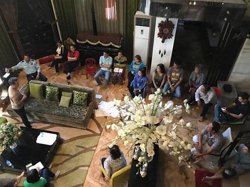 Chủ nợ đến ngồi đầy nhà Đàm Vĩnh Hưng