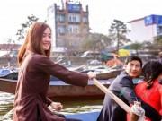 """Bạn trẻ - Cuộc sống - """"Hot girl lái đò"""" ở chùa Hương làm thổn thức cộng đồng mạng"""