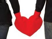 """Thị trường - Tiêu dùng - Dạo quanh thế giới chọn quà """"dị"""" nhất cho ngày Valentine"""