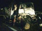 Xe tải đâm xe đầu kéo rồi bốc cháy, 2 người tử vong