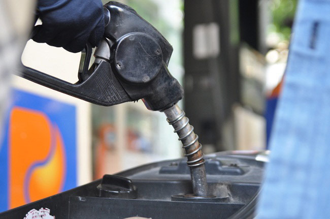 Tăng kịch khung thuế bảo vệ môi trường: Giá xăng tăng vọt, dân gánh thêm 3,4 lần - 2
