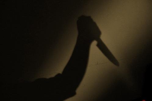 Mẹ đâm chết chủ nợ vì con trai bị dọa giết - 1