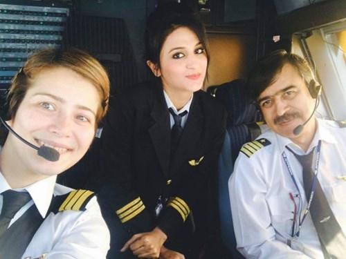 """Nàng phi công """"gây sốt"""" vì xinh như thiên thần - 2"""