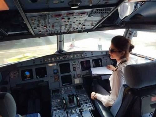 """Nàng phi công """"gây sốt"""" vì xinh như thiên thần - 6"""