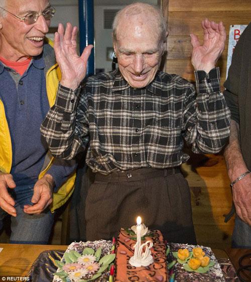 """Bí quyết """"giữ phong độ"""" của kỷ lục gia 105 tuổi - 2"""